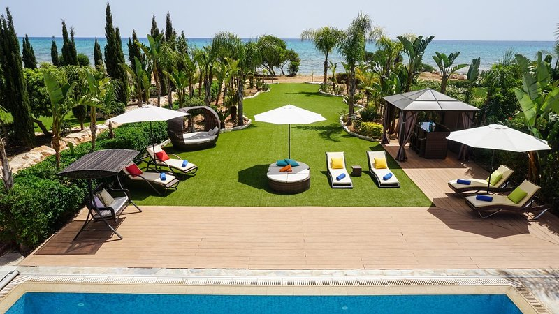 Sea Front Oceanus H2 -  Modern and Luxurious Sea Front Villa in Exclusive, holiday rental in Liopetri