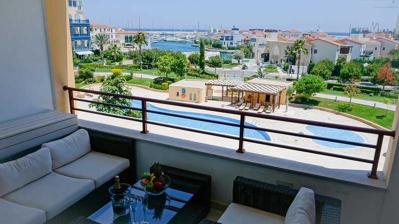 D22 Limassol Marina - Modern and Luxurious Apartment in the Exclusive Limassol, vacation rental in Kolossi