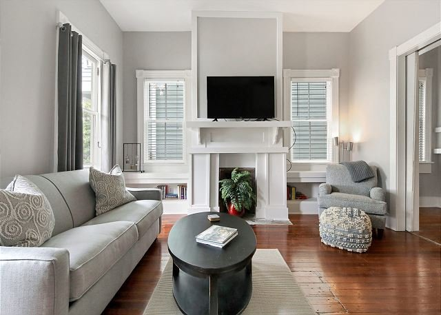 Charming, Renovated Apartment w/ Large Porch & Parking by Lucky Savannah, casa vacanza a Pooler