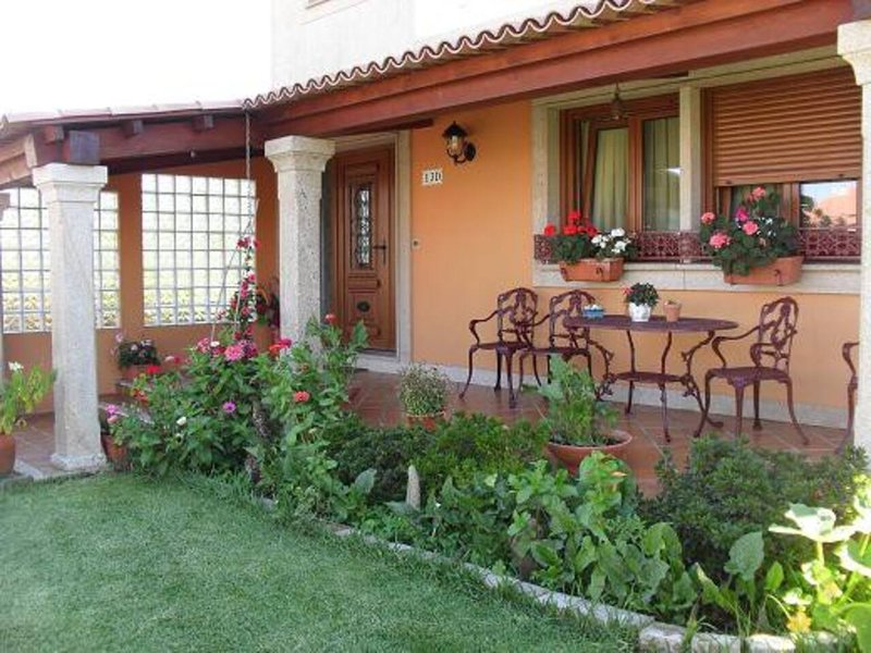 Piso en casa con jardín y barbacoa, location de vacances à El Grove