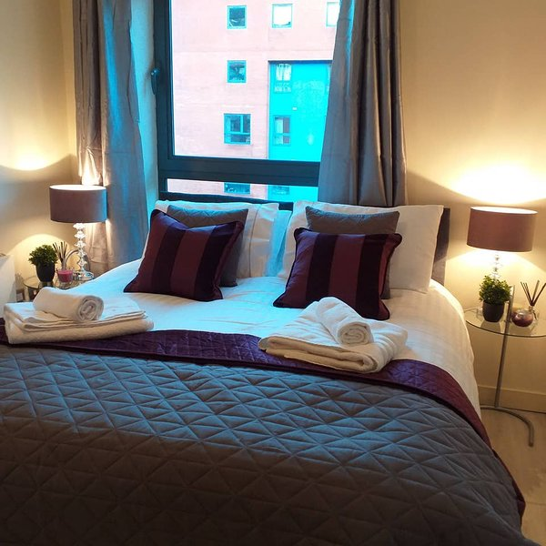 ❤️WOW❤️ King Size Bed 2 Bathroom with Free Parking - Sheffield, vacation rental in Sheffield