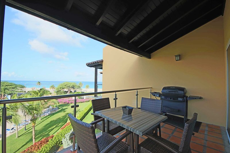 Your balcony with 4-seat dining and BBQ-grill