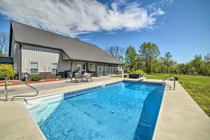 Getaway w/ Outdoor Oasis - 8 Miles to Santa Claus!, holiday rental in Dale