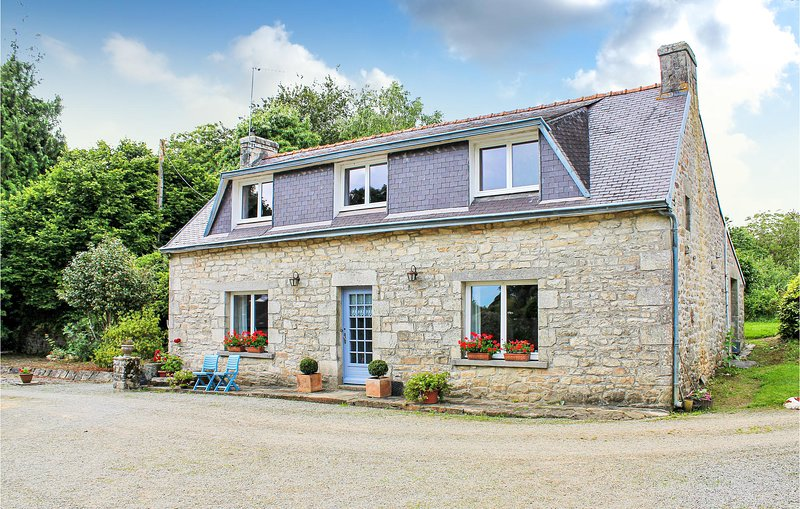 Awesome home in Gouesnach with WiFi and 3 Bedrooms (FBF373), holiday rental in Clohars-Fouesnant