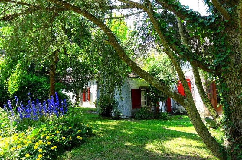 Domaine de Tardais : Gîte de groupe 15 pers avec billard, baby-foot, balneo..., location de vacances à Eure-et-Loir