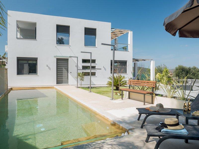 Alyona Villa | Private 3 Bedroom Villa with Pool, alquiler vacacional en Zourva