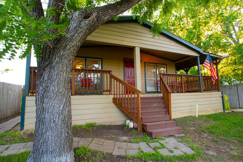 Bluff Haus at Lake Placid, holiday rental in Seguin