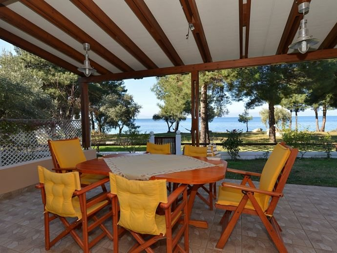 Villa Kyra - Seafront, holiday rental in Skala Sotiros