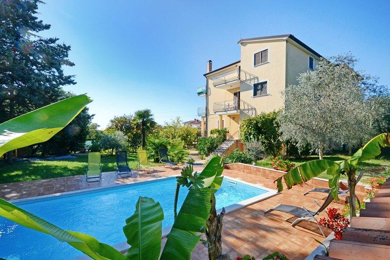 Appartamento con piscina Umag-Valica, 2 camere, vicino alla spiaggia, barbecue, vacation rental in Kanegra