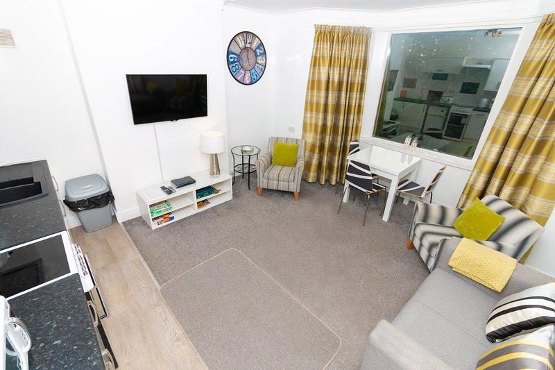First Floor 2 Bedroom apartment, aluguéis de temporada em Dundee