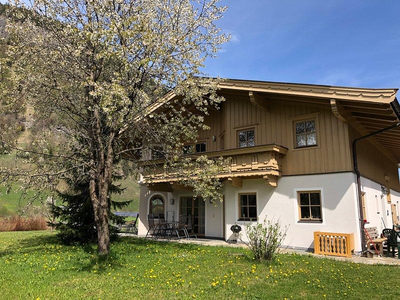Großzügiges und sonniges Landhaus in den Alpen mit eigenen Garten, casa vacanza a Rauris