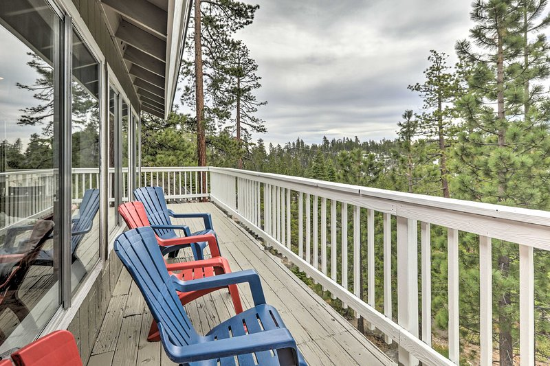 Tahoe Home w/ Hot Tub, Billiards & Wraparound Deck, holiday rental in Genoa