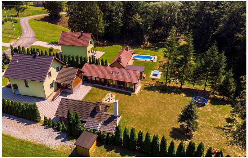 Nice home in Novo Zvecevo with Indoor swimming pool, Sauna and 3 Bedrooms (CCS02, holiday rental in Pakrac