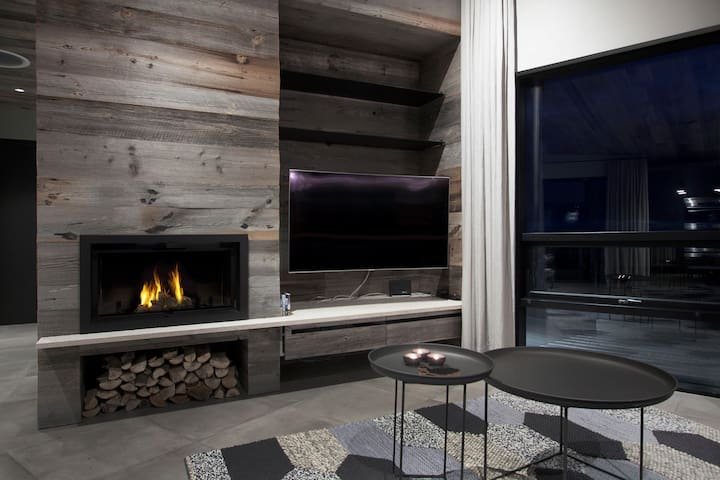 The Viking Lodge - Luxurious Cabin Villa, holiday rental in Solheimar