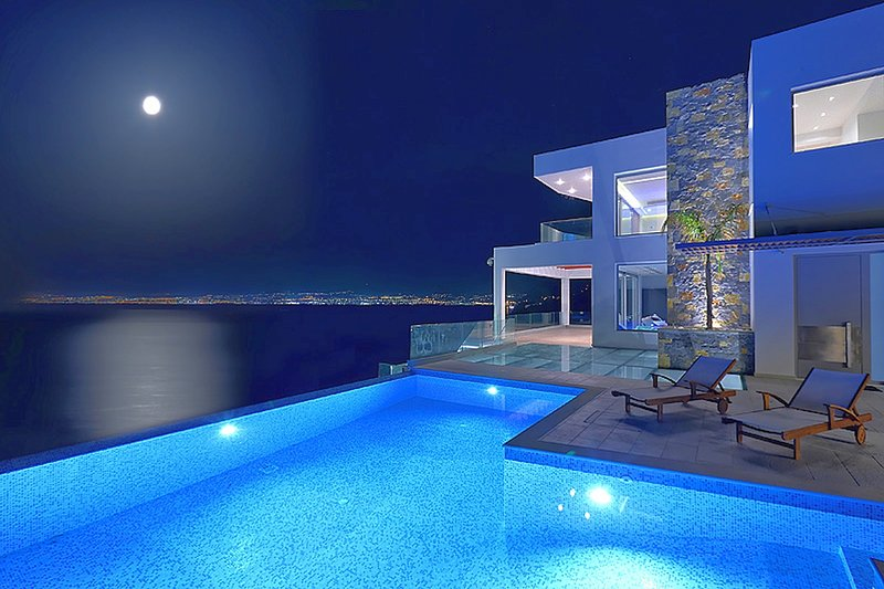 Exquisite luxury, modern design, sea view, large families or groups, holiday rental in Rodia