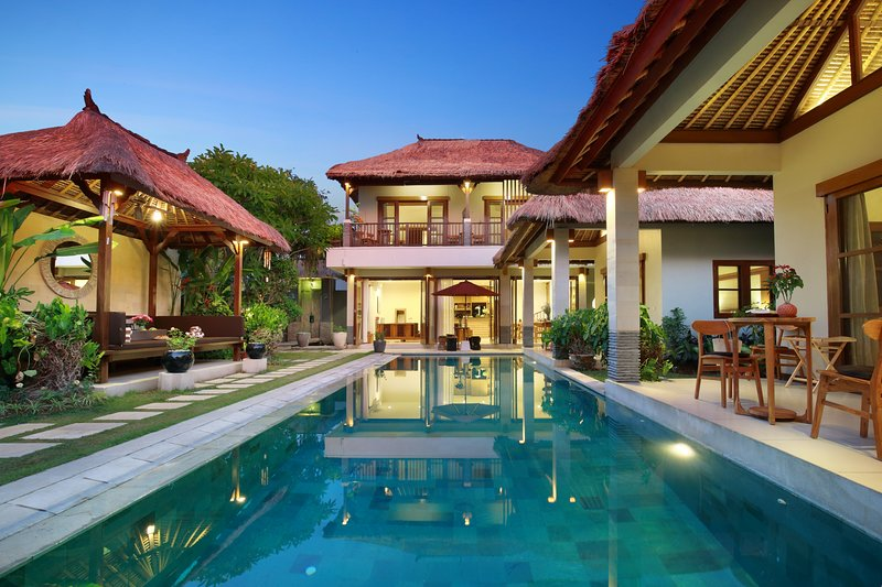 WOW! HUGE! LUXURY 7BEDROOM/7,5 BATHR POOL VILLA, CLOSE TO BEACH!, holiday rental in Tanah Lot