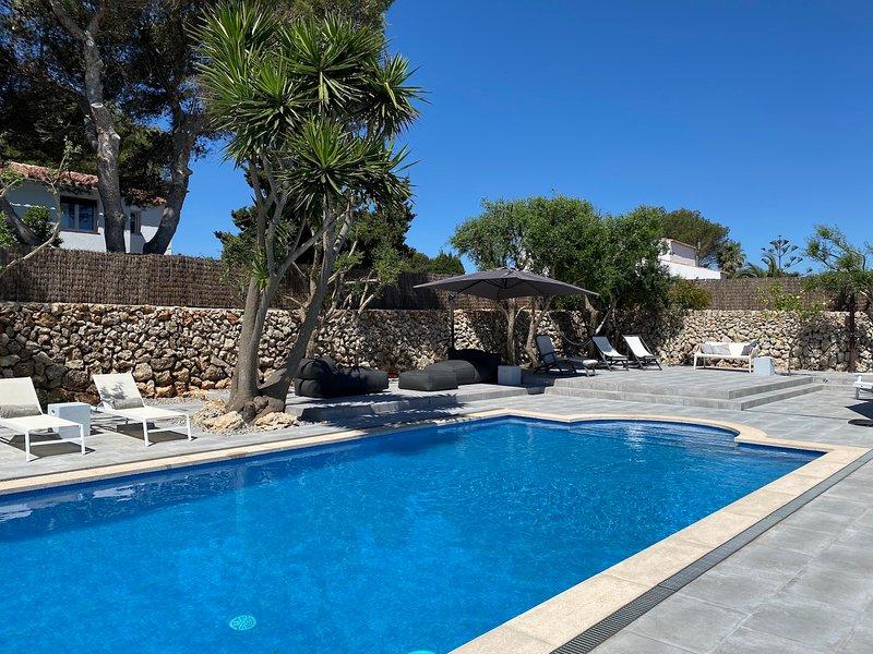Casa Bonita Menorca: salt swimming pool, garden, nature and relax.
