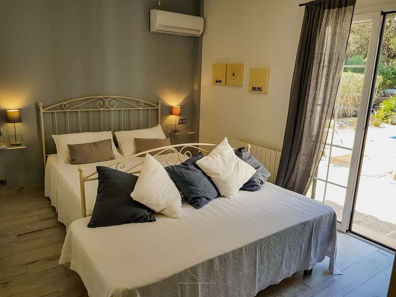 Room EINSTEIN (Adults Only) at CASA BONITA: welcome home! – semesterbostad i Menorca