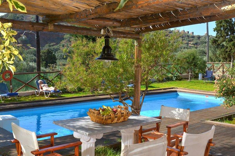 The Almond Tree House w/ pool, alquiler vacacional en Elounda