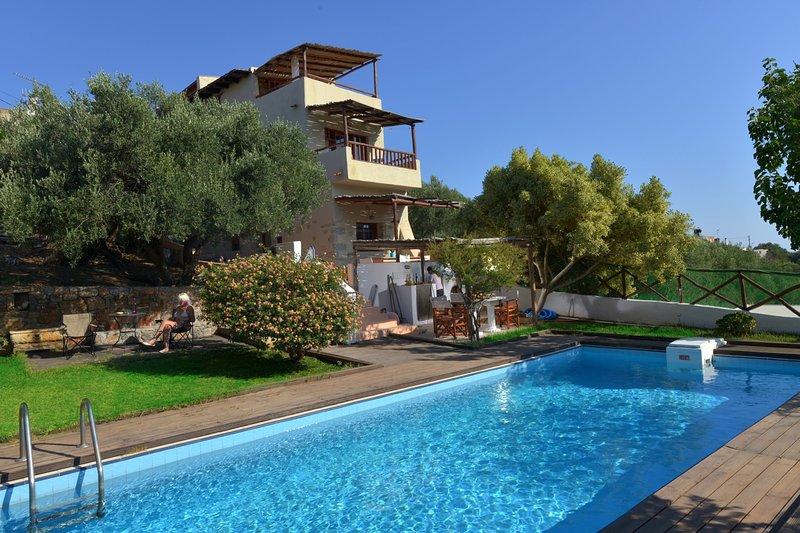 The Almond Tree villa w/ pool, alquiler vacacional en Elounda