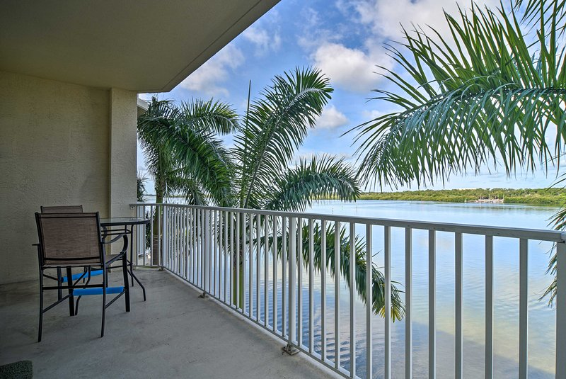 NEW! Waterfront Condo w/Balcony+Views 3Mi to Beach, holiday rental in Kenneth City