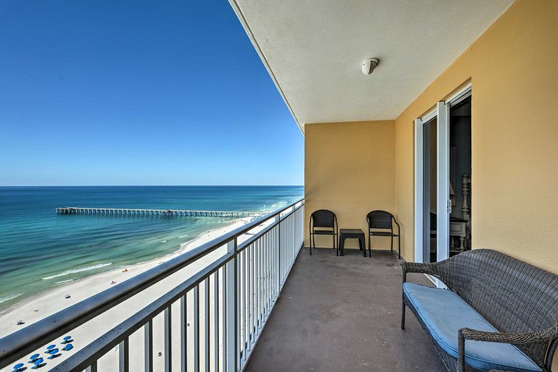 NEW! PCB Condo w/ Beach Access, Pool & Gulf Views!, holiday rental in Panama City Beach