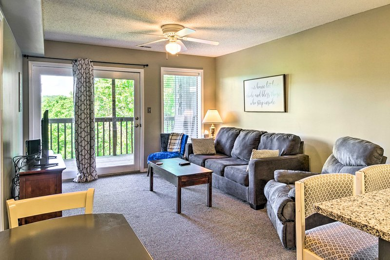 Condo w/ Amenities - 10 Minutes to Table Rock Lake, holiday rental in Galena