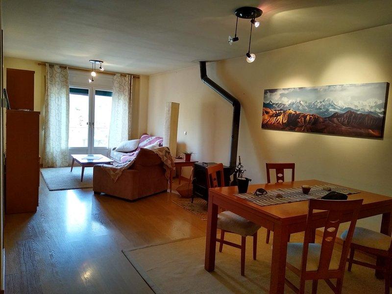 Apartamento de dos plantas, holiday rental in Prades