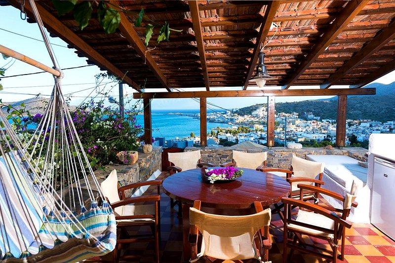 The Traditional House Argiro w/ amazing sea view, location de vacances à Fourni
