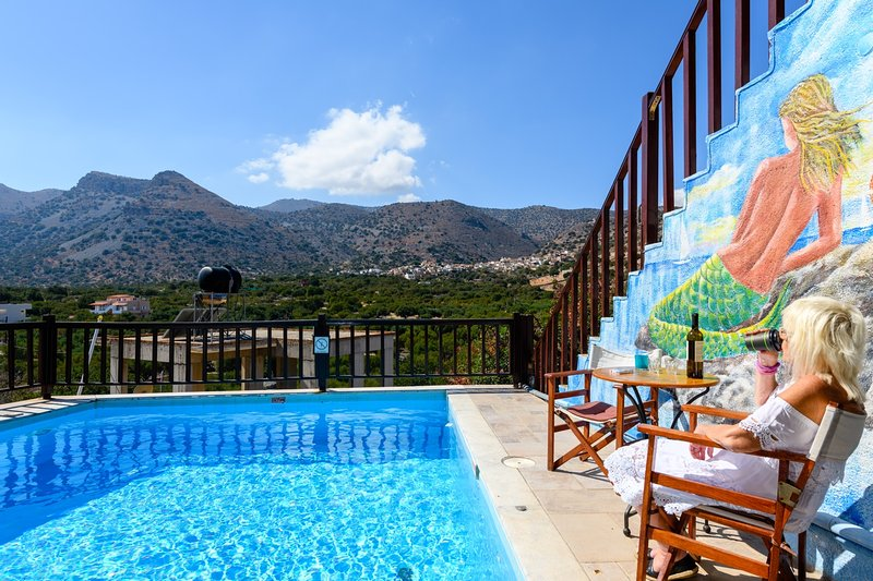 The Traditional House Dimitra w/ pool, location de vacances à Fourni