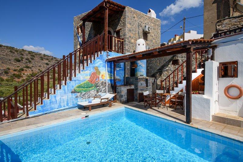 The Traditional House Penelope w/ pool, location de vacances à Fourni