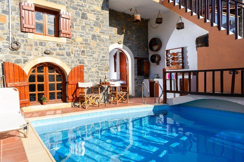 The Traditional House Erato-Clio w/ private pool (E&C), location de vacances à Fourni