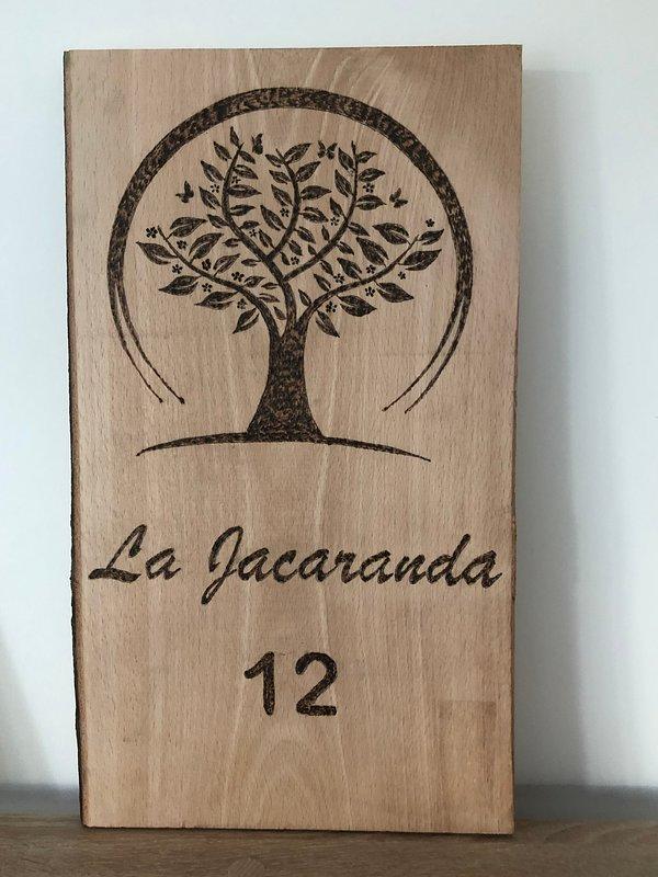 La Jacaranda logo