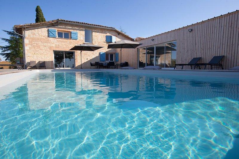 UN AIR DE FAMILLE FAUDOAS 4*- GITE 2 'UN ESPRIT DE FAMILLE', holiday rental in Drudas