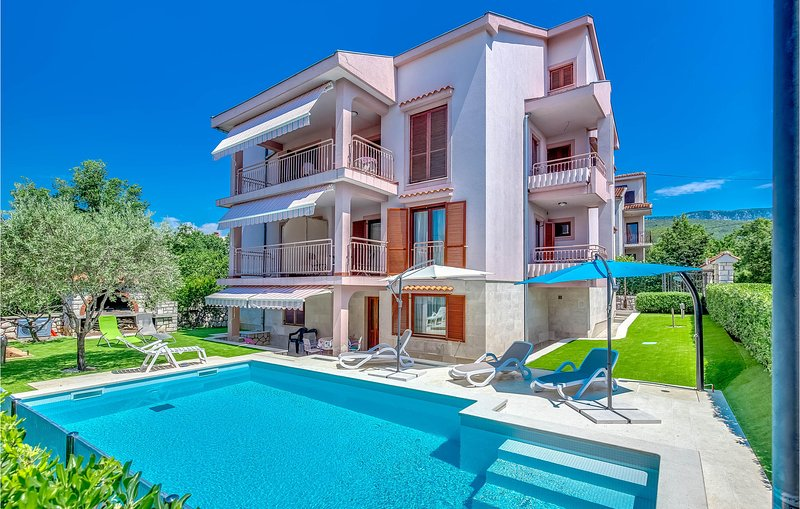 Stunning home in Jadranovo with WiFi and 4 Bedrooms (CKA020), casa vacanza a Jadranovo