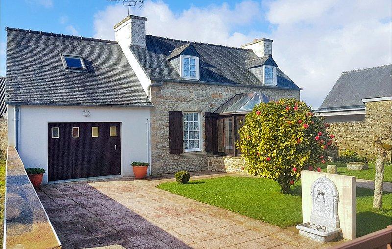 Stunning home in Le Cloitre S Thegonnec with 4 Bedrooms (FBF258), location de vacances à Plounéour-Ménez