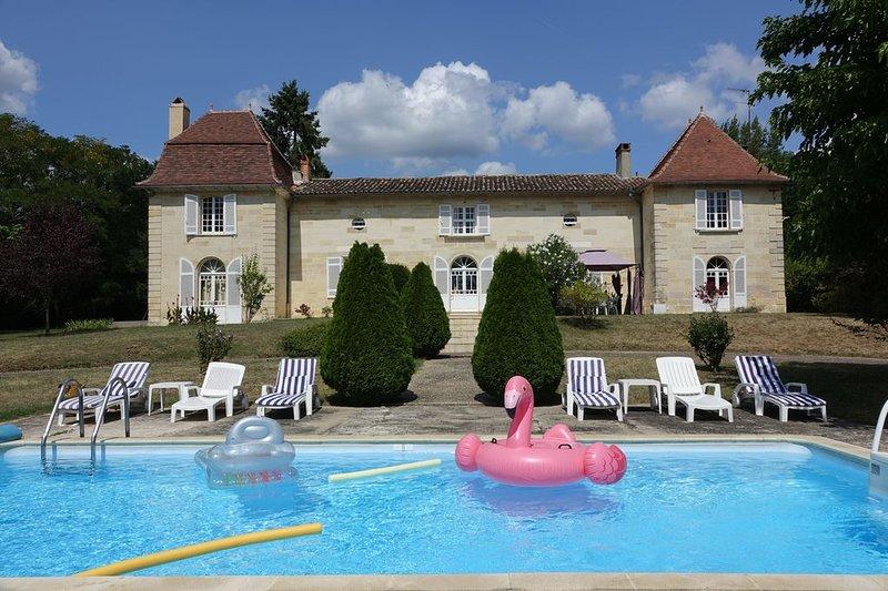 Château des Grillauds - Elégante Chartreuse de caractère en Dordogne-Périgord, vacation rental in Eygurande-et-Gardedeuil