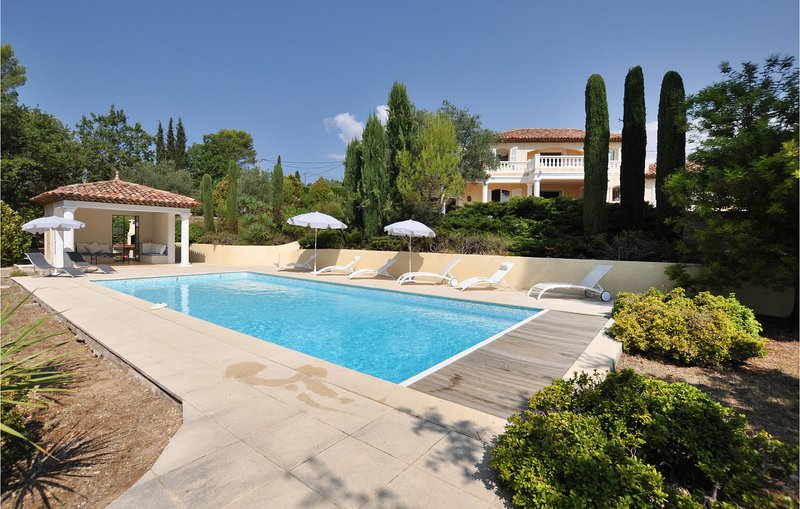 Awesome home in Seillans with Outdoor swimming pool, WiFi and Outdoor swimming p, holiday rental in Seillans