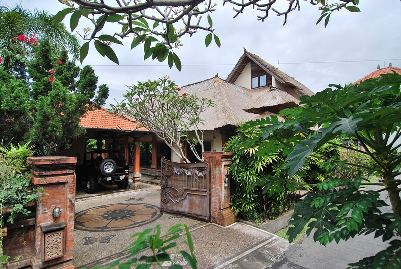 Villa Tirta, beautiful 3br villa close to Sanur, holiday rental in Batubulan
