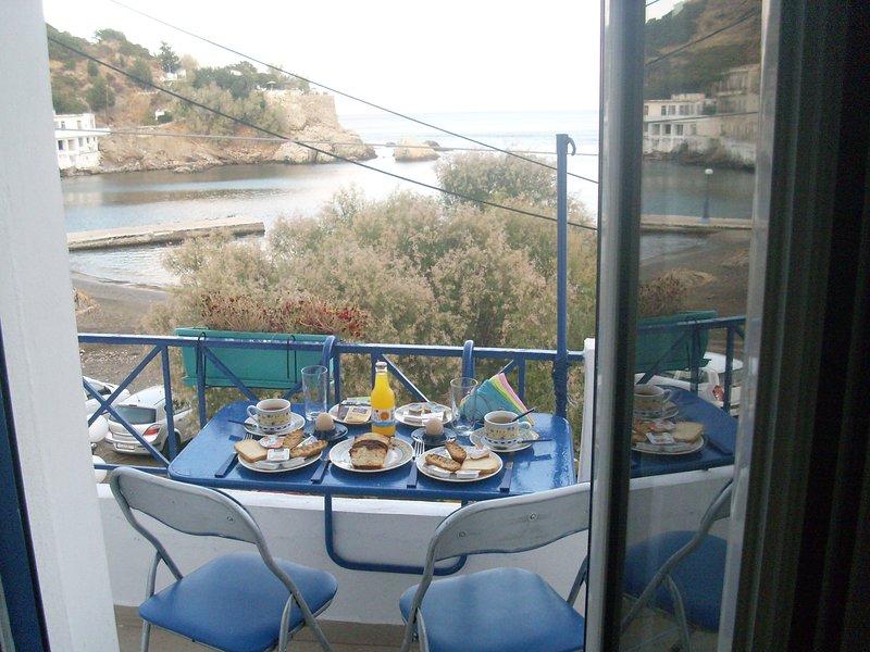 Alkistis Cozy By The Beach Apt In Ikaria Island, Therma 1st Floor, holiday rental in Evdilos