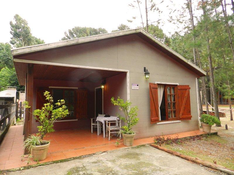 #LaRosadita, cabaña en el bosque a 100 mts de la playa!, alquiler vacacional en Departamento de Colonia