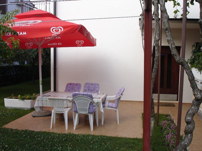 Appartamento Umag  vicino al mare 2 camere  vicino alla spiaggia, Wi-Fi giardino, location de vacances à Finida
