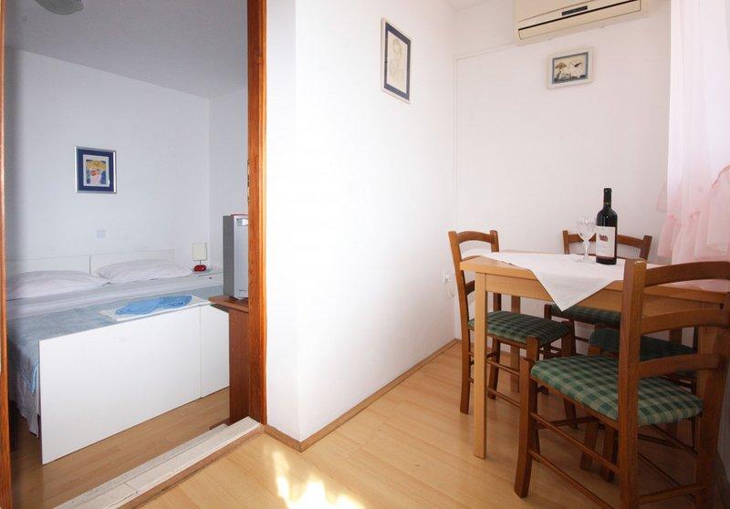 Holiday home 142461 - Holiday apartment 224187, vacation rental in Srebreno