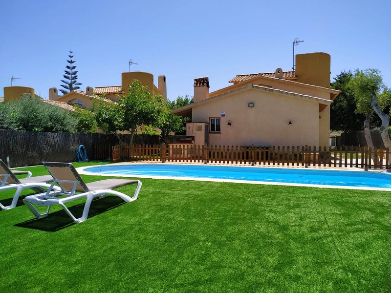 Casa Neus Bará II, wifi, jardín y piscina privada, holiday rental in Roda de Bara