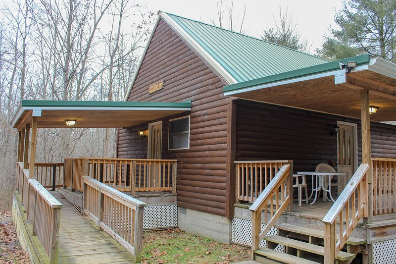 Hawk's Nest Cabin 1st Choice Cabin Rentals Hocking Hills between Logan and Athen, location de vacances à Haydenville