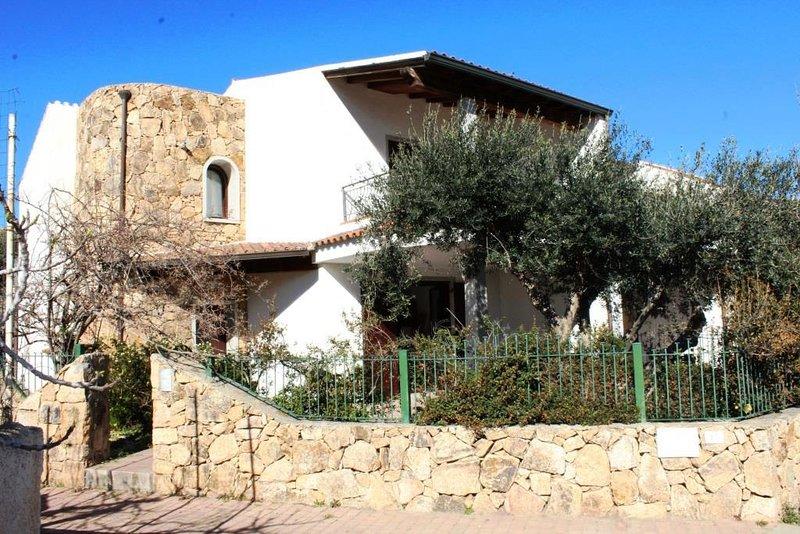 Vicino al Mare, rifinito appartamento con giardino privato, holiday rental in La Ciaccia