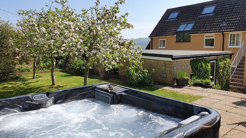 'Underbury', hot tub and luxury in the Cotswolds., location de vacances à Hillesley