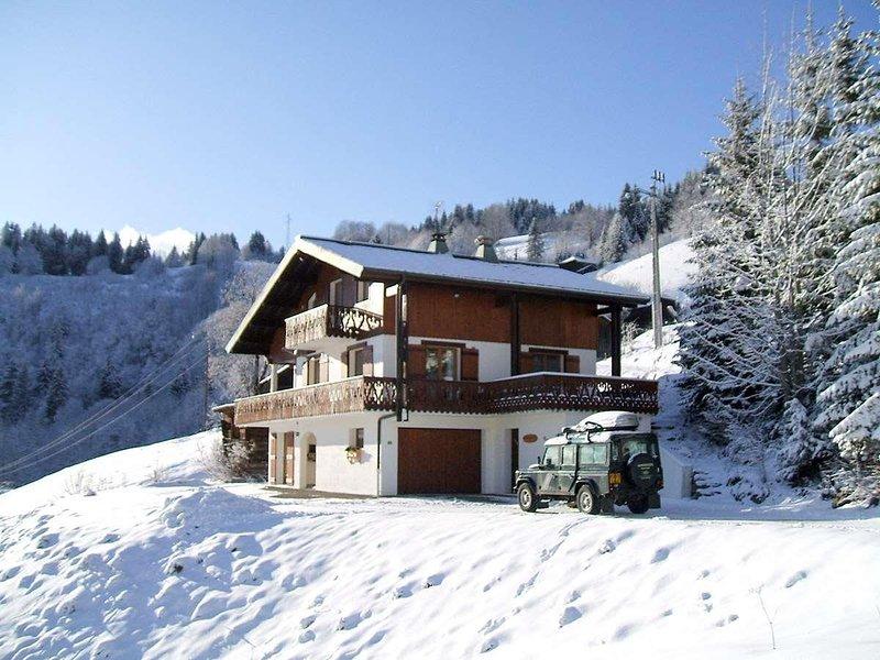 Luxury Chalet in Les Gets Sleeps 10-12, location de vacances à Mieussy