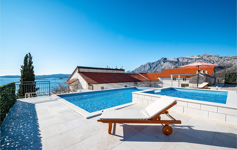 Stunning home in Orebic with Outdoor swimming pool, WiFi and 3 Bedrooms (CDP585), casa vacanza a Donja Vrucica
