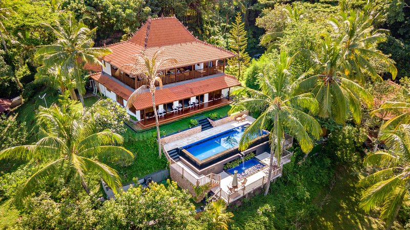 5 Bedroom Javanese Villa with Seaview, alquiler vacacional en Mataram
